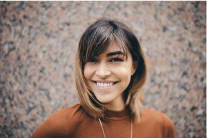 Mundgesundheit und gesunde Zähne und Zahnfleisch bei Frauen