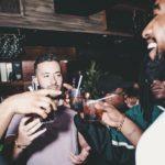 Regelmäßiger Konsum kleiner Mengen Alkohol ist ein größerer Risikofaktor für Vorhofflimmern als Komasaufen