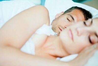 Studie: Erhöhtes Risiko von Schlaganfall und Herzinsuffizienz bei ungewöhnliche Blutdruckwerten im Schlaf