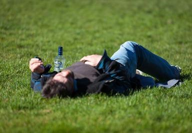 Alkoholmissbrauch: Risiken und Behandlung